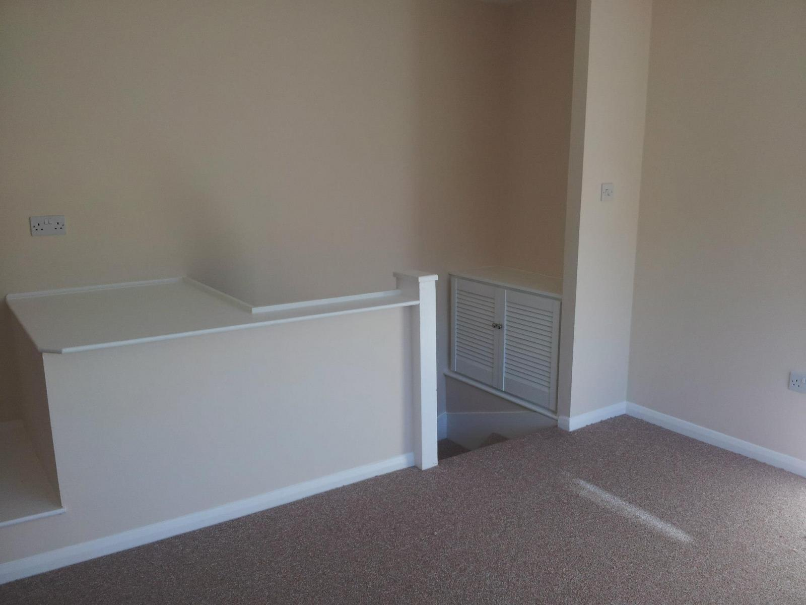 One-bedroom-house-in-Aldershot-4